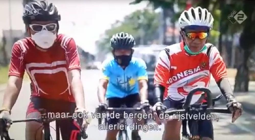 Diwawancarai dalam perjalanan dari Surabaya menuju Malang