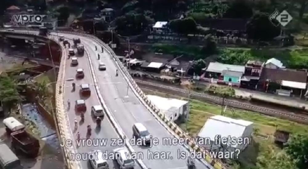 Melewati jembatan Lawang