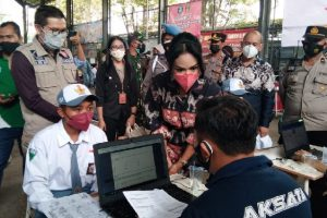 Siswa SMK Ikuti Vaksinasi di SMKN 6 Malang