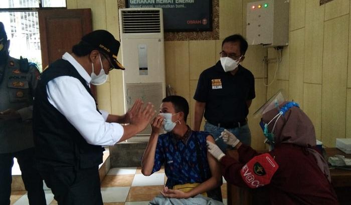 Wawali Malang bantu tenangkan siswa yang takut divaksin