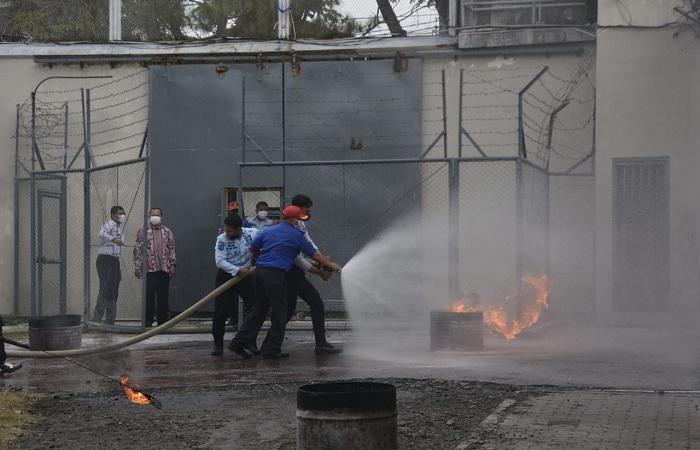 Gandeng Damkar Kota Malang, Lapas Kelas 1 Malang Gelar Simulasi Penanganan Kebarakan