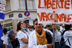 Tolak Vaksin, Ribuan Petugas Kesehatan Perancis Diskors