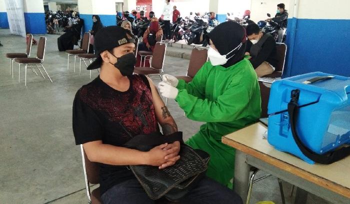 Vaksinasi untuk mahasiswa dan warga sekitar