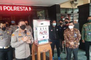 Polresta Malang Kota Bersama FT UB Luncurkan Dispenser Masker